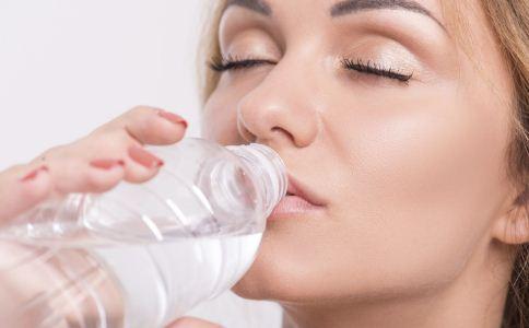 喝水的好处有哪些 喝水的功效与作用 喝水有哪些好处