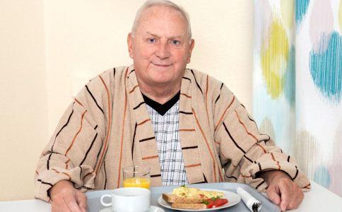 老人不能只吃素 肉类要适当摄入