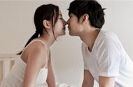 为什么接吻时女生会腿软 女生接吻时的生理反应